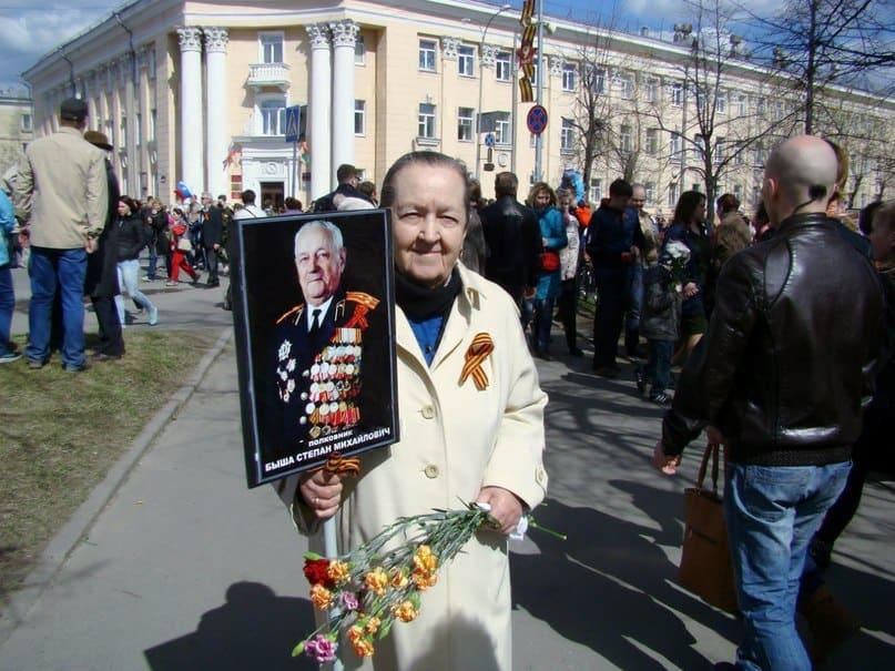 Еще одна пассажирка народного такси. В Архангельске познакомилась с мужем, ему было 29, ей 17. В мире и согласии, родив трёх деток, прожили много лет. Пришла на праздник с дочерью. Были очень рады нашей помощи