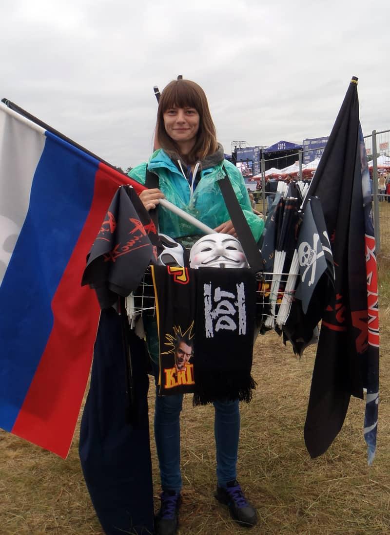 """Больше всего раскупались флаги """"Алисы"""""""