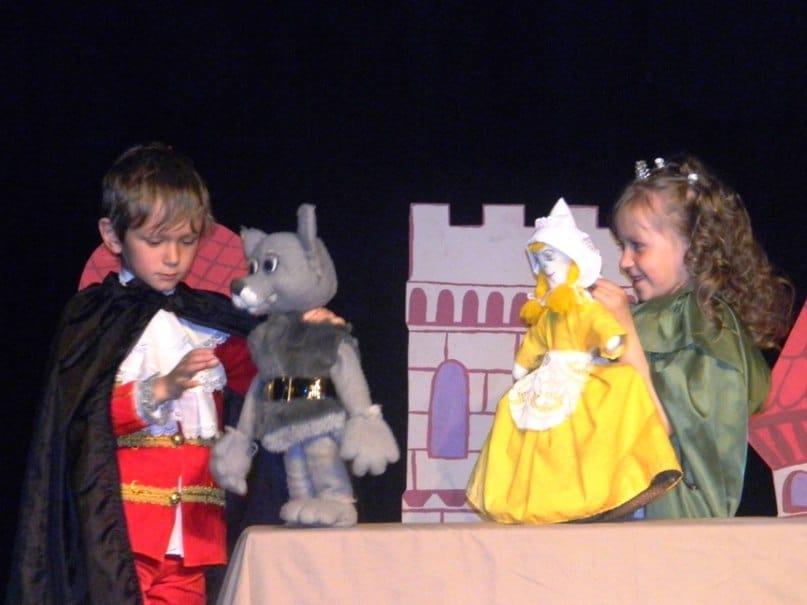 Театральная студия «Звездочка» из Сортавалы показала спектакль «По дорогам Шарля Перро»