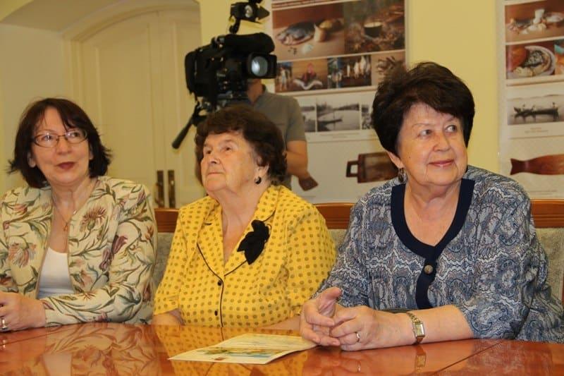 Людмила Баранова (справа)