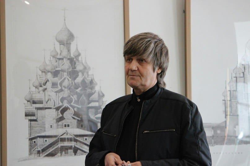 Перед членами комиссии выступает автор проекта реставрации Преображенского храма Владимир Рахманов