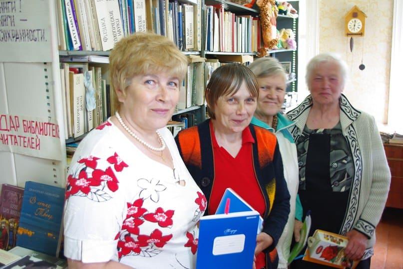 Будущие авторы книги из деревни Фоймогуба. Фото Бориса Акбулатова
