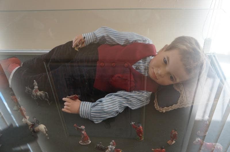В Музее изобразительных искусств  РК открылась выставка «Удивительный мир старинных кукол»