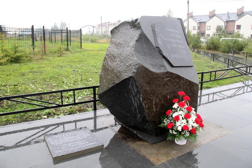 Памятный знак Роберту Рождественскому в Петрозаводске