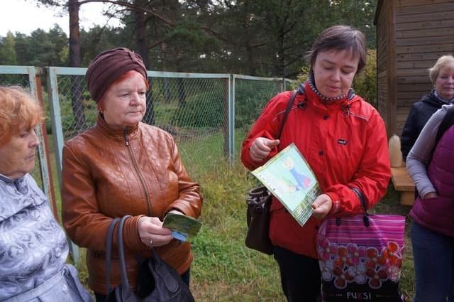 Елена Платонова поясняет план маршрута