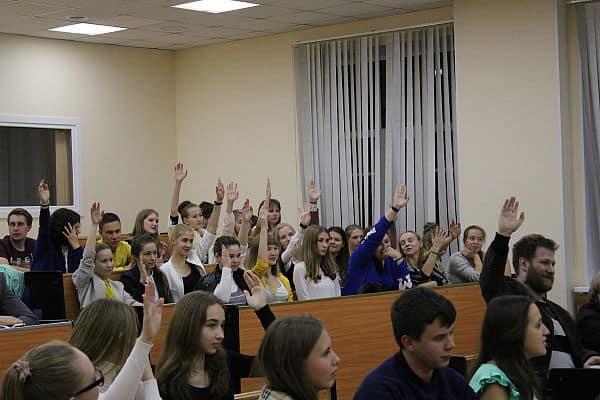 На дебатах в ПетрГУ победила команда оппозиции