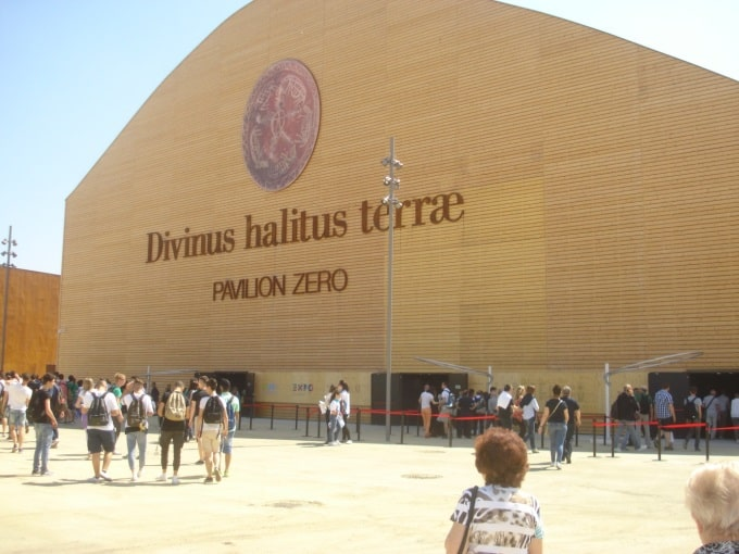 Главный павильон выставки – Зерро, за которым расположены все павильоны государств