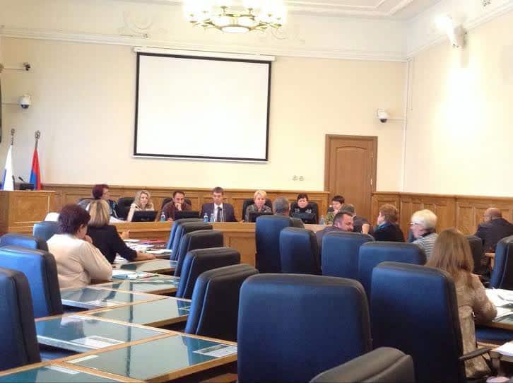 Карельские депутаты предложили правительству сесть за стол переговоров с бунтующими против оптимизации школ заонежанами