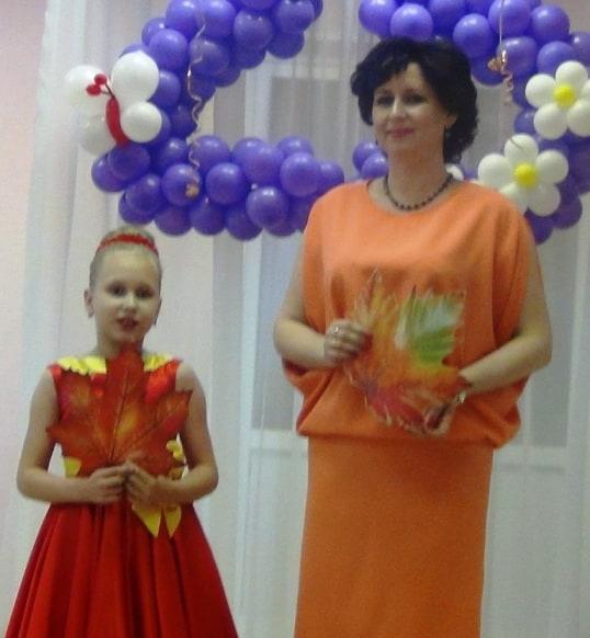 Ведущие праздника - Анна Владимировна и Юля Фофановы