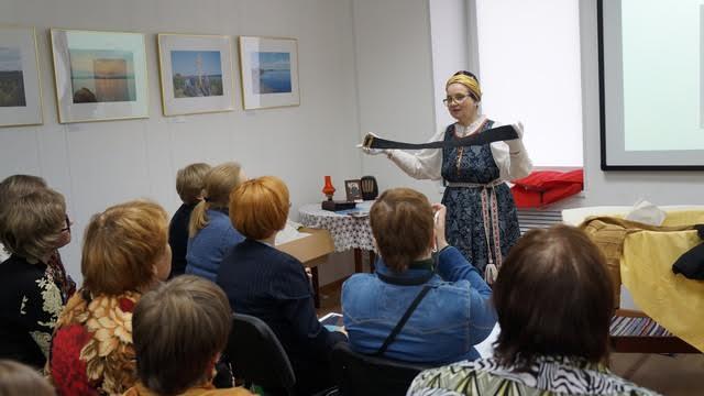 Первая часть была лекционной, посвящена,  в частности, истории традиционного поморского костюма