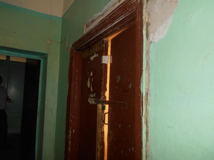Если третий этаж ремонтировали три года назад, то на втором этаже ремонта давно не было