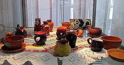 На выставке представлены работы учащихся петрозаводских школ, выполненных на мастер-классах по народному творчеству
