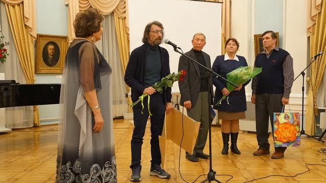 Центр культурных инициатив также пополнил коллекцию музея - картиной Аркадия Морозова