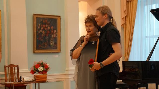 Награда сотруднику музея Виталию Тамму