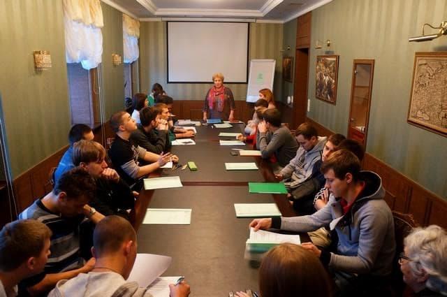 На дискуссии собралось около 30 человек из средних специальных учебных заведений Петрозаводска
