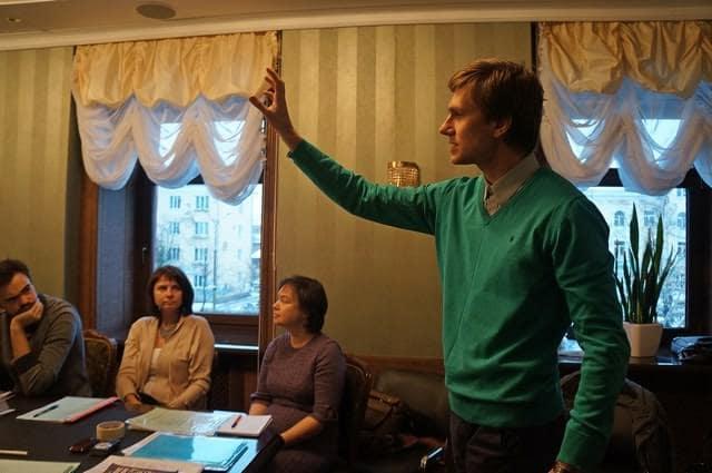 Дебаты ведет Игорь Истратов