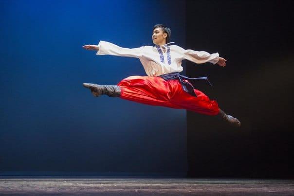 """Гопак из балета """"Тарас Бульба"""" в исполнении Мотоя Араки. Фото Виталия Голубева"""