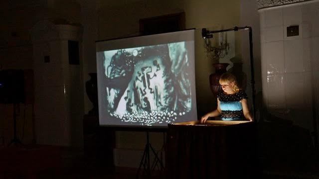 «Петроглифы. Как это было…» — магическое песочное шоу от художницы Ирины Линдфорс