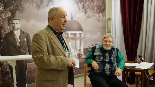 Директор Национального музея Михаил Гольденберг открывает вечер бардовской песни и презентацию книги поэтических переводов Валерия Ананьина