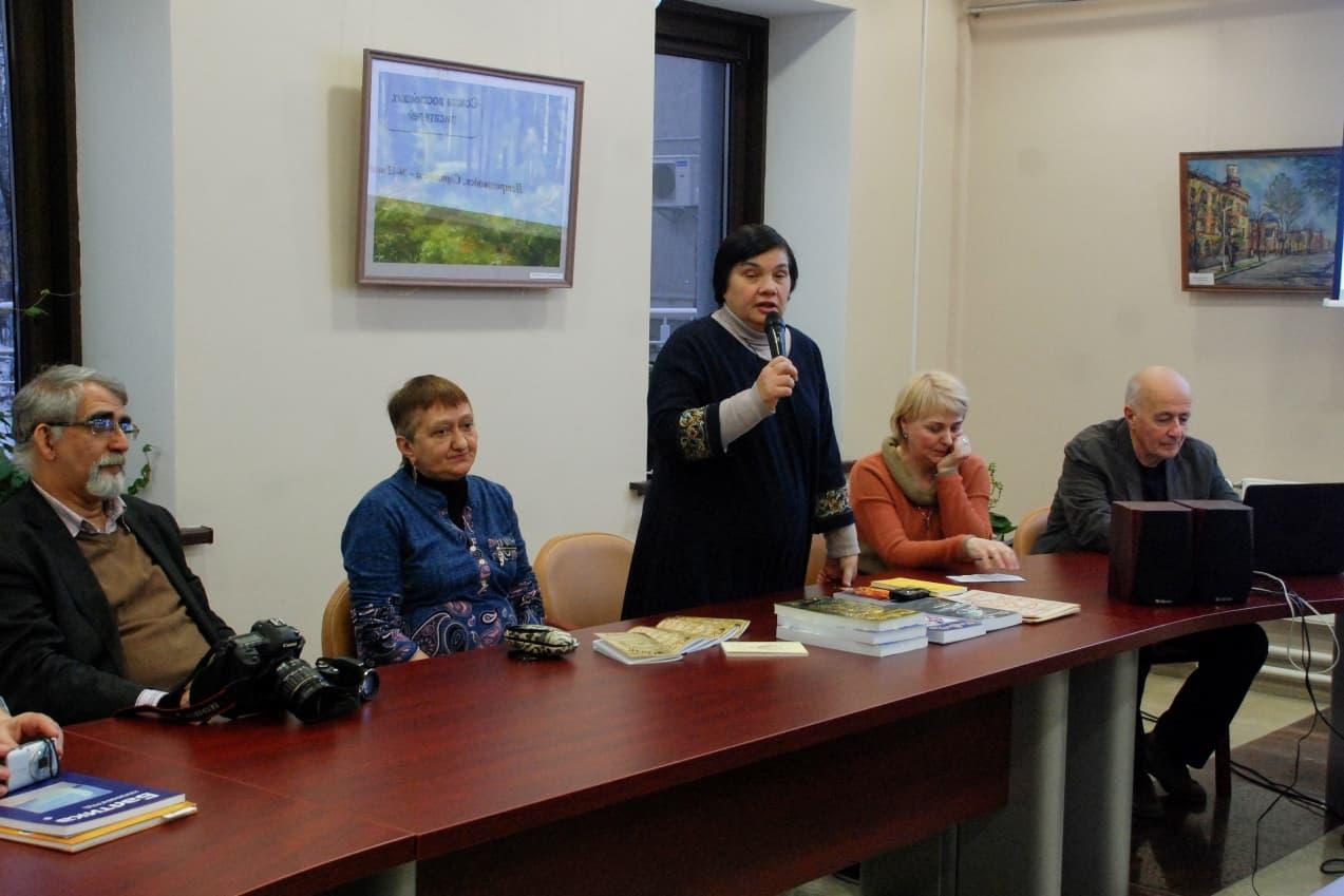 Круглый стол Союза российских писателей в НБ РК. Фото Николая Абрамова