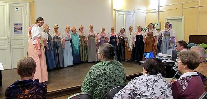 Выступает Поморский народный хор. Фото Валентины Чаженгиной