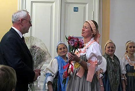 Поздравления Виктору Васильеву от Поморского хора. Фото Валентины Чаженгиной