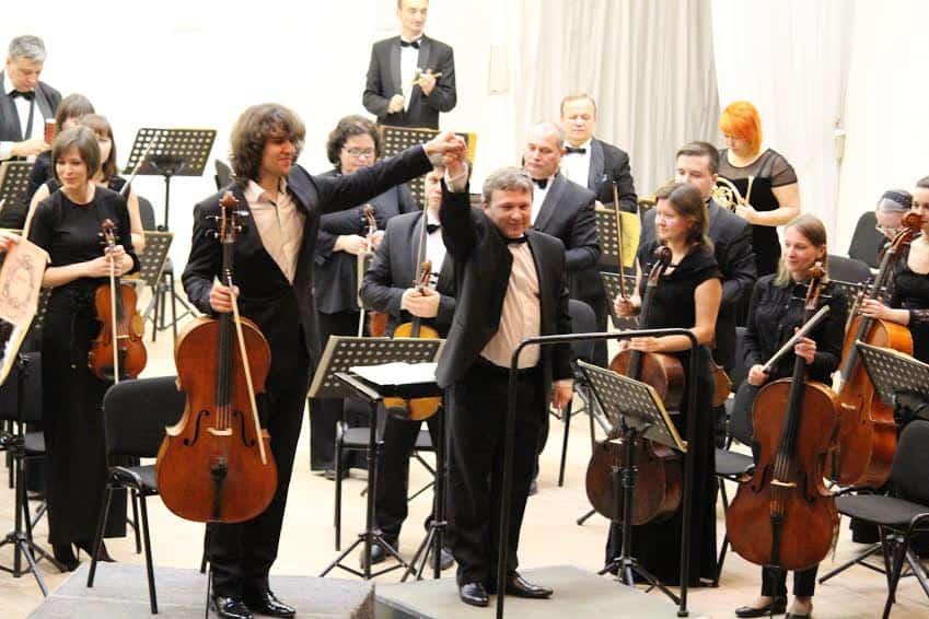 Александр Рамм и главный дирижер симфонического оркестра Карельской госфилармонии Анатолий Рыбалко. Фото Евгении Легкой