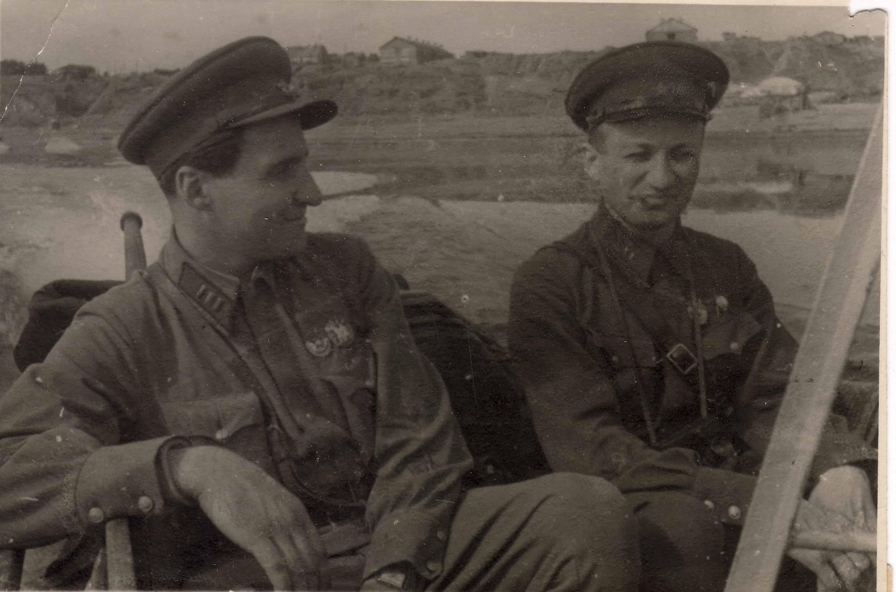 Константин Симонов и Давид Ортенберг в Сталинграде, 1942 год