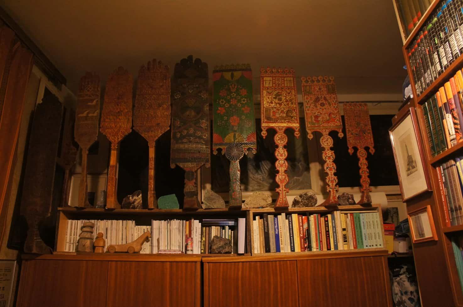 Квартира-музей Ю. Линника. Прялки