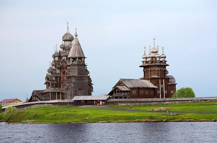Церковь Преображения Господня 1714 года входит в ансамбль Кижского погоста - объект всемирного культурного и природного наследия ЮНЕСКО