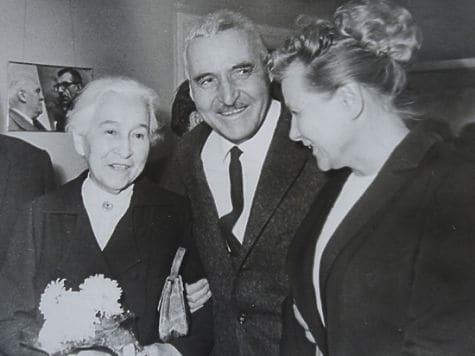 Константин Симонов с мамой Александрой Леонидовной и министром культуры Екатериной Фурцевой