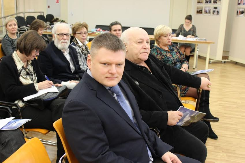 На первом плане Виталий Скопин (слева), рядом Николай Попов. Фото kizhi.karelia.ru