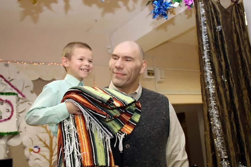 Николай Валуев побывал в Олонецком детском доме