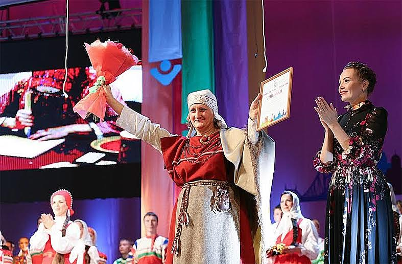 Татьяна Ваян во время церемонии награждения в Концертном зале им. Чайковского в Москве. Фото Центра национальных культур и народного творчества