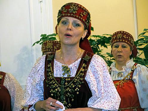 Руководитель Олонецкого народного хора Наталья Петтинен