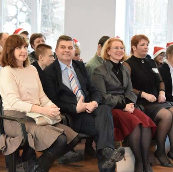 Директор Марина Николаевна Кузьмина (справа), рядом Татьяна Владимировна Пушкина из Минобразования Карелии, а также гости праздника