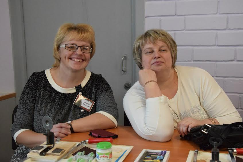 Заместитель директора Татьяна Николаевна Еремкина (слева) во время праздника