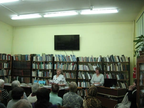 Автор книги Светлана Александровна Лагодская (слева) и волонтер Елена Романова