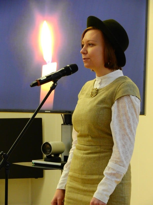 Алина Картынен, солистка фолк-группы «Noid», исполняет Kättepajo - обработку вепсской колыбельной