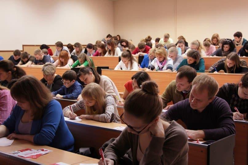Тотальный диктант в Петрозаводске. Фото пресс-службы ПетрГУ