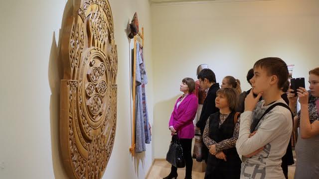 """На выставке """"Дерево и текстиль""""в Музее изобразительных искусств Карелии"""