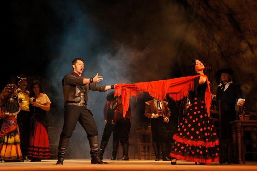 Сцена из оперы Ж. Бизе «Кармен». Фото Музыкального театра Карелии