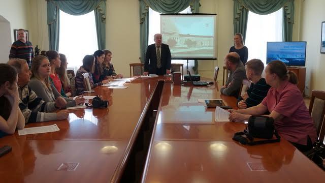 Директор музея Михаил Гольденберг признался, что под впечатлением от уникальных фотографий про Арктику не может оторваться от поисков новой информации о ней