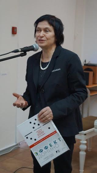 Выставку открывает ее куратор, художник Наталья Кошелева (Петрозаводск)