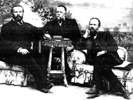 К.И. Дмитриев (слева) с коллегами