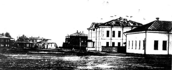 Петрозаводск в начале ХХ века. На первом плане здание Приходского училища, за ним здание Ремесленного училища