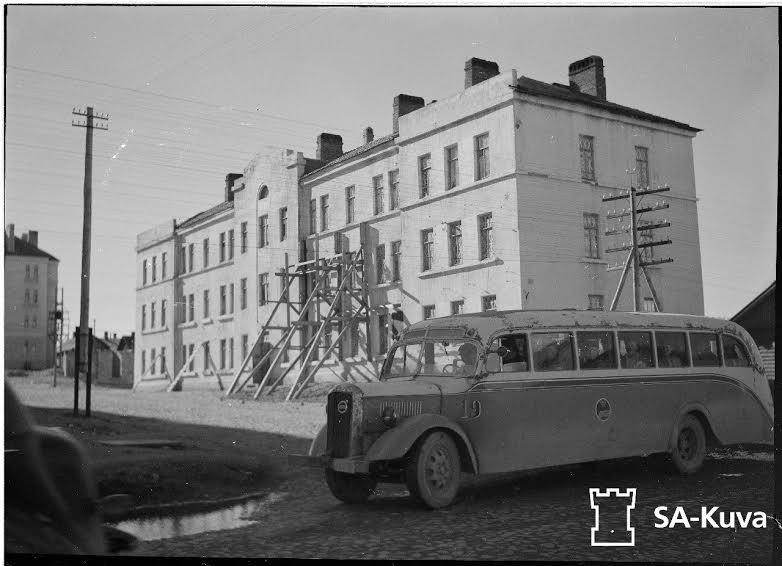 Жилой дом Кировской железной дороги. Совр. адрес – пр. Первомайский, 59. С фотографии 1942 года