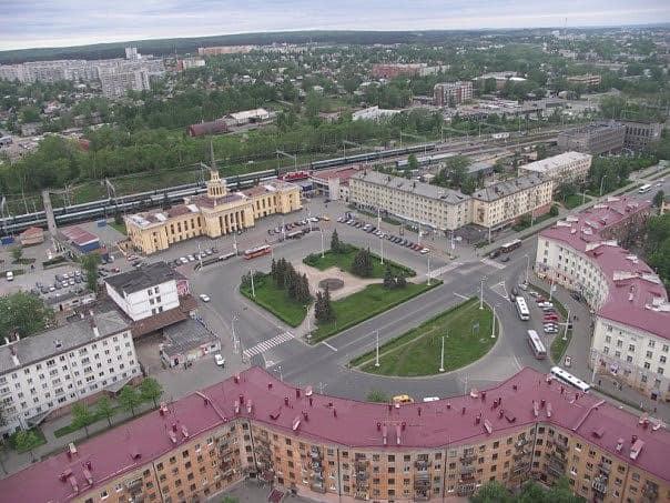 Площадь Гагарина (привокзальная) в 2003 году