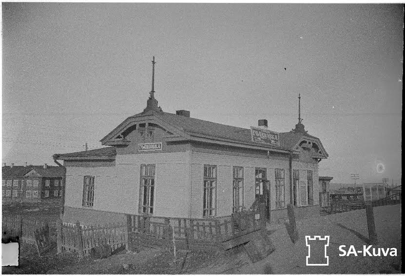 Вокзальное здание на ст. Голиковка. С фотографии 1942 года