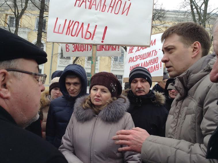 Слева направо: министр образования Александр Морозов, депутаты парламента Лариса Степанова и Андрей Рогалевич